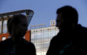 Deutsche Bank dự báo đồng RUB tăng giá và gỡ bỏ cấm vận Nga.