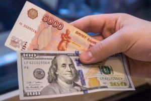 Chuyên gia kinh tế nhận định về khả năng đồng USD tăng giá lên 85 RUB/1 USD.