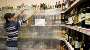 Thị trường bán lẻ mất 745 tỷ rúp do các luật định về kinh doanh bia rượu