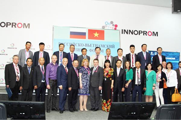 Đoàn ĐSQ Việt Nam và Hiệp hội DNVN tại LB Nga thăm chính thức tỉnh Sverdlov